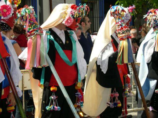 Fiestas del Corpus Christi, pecados y danzantes, formación de asedio de grupo de pecados