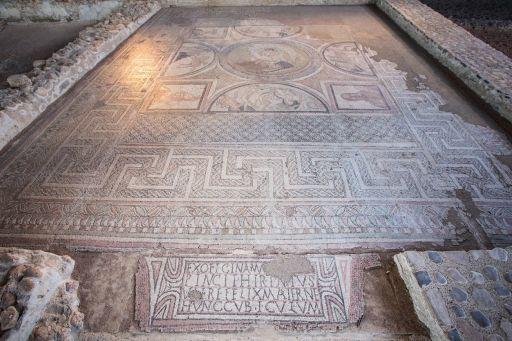 Parque Arqueológico, mosaicos con diferentes escenas en Casa de Materno