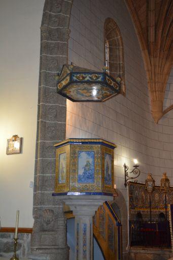 Iglesia parroquial de San Andrés, púlpito con cerámica de Ruiz de Luna