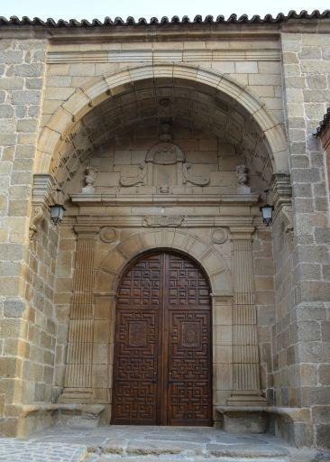 Iglesia parroquial de San Andrés, pórtico