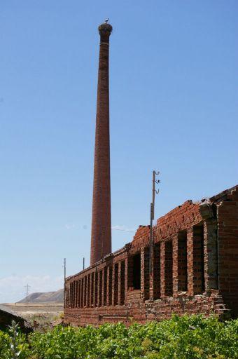 Fábrica y chimenea de cerámica