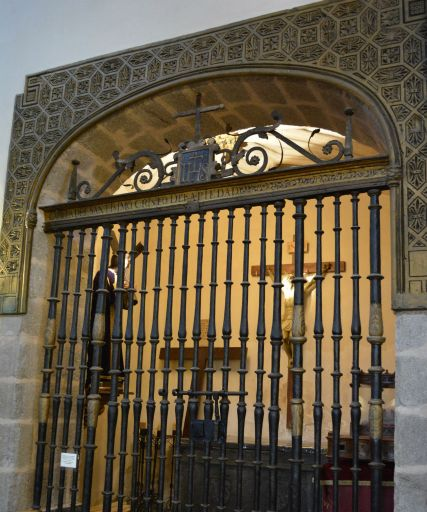 Iglesia parroquial del Apóstol Santiago, detalle reja