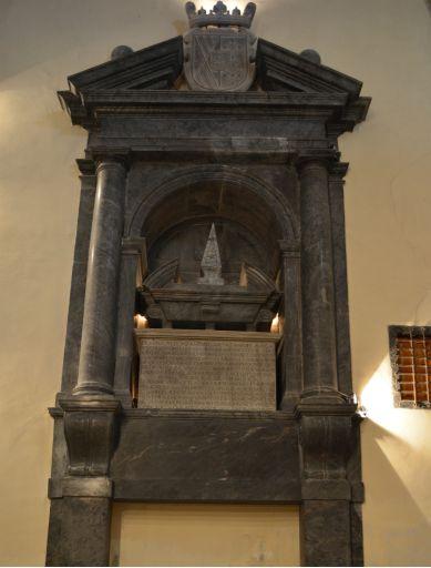 Iglesia parroquial del Apóstol Santiago, tumba Lasos de la Vega