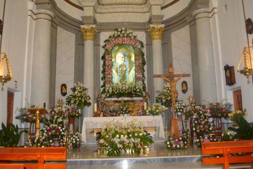 Ermita de la Virgen del Rosario, altar