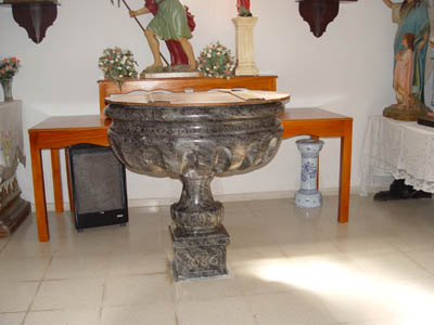 Iglesia parroquial de Nuestra Señora de la Asunción, pila bautismal