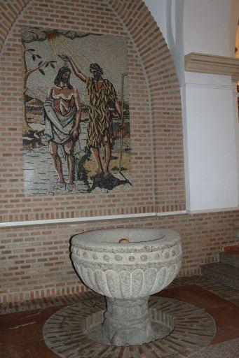 Iglesia parroquial de San Juan Bautista (pila bautismal)