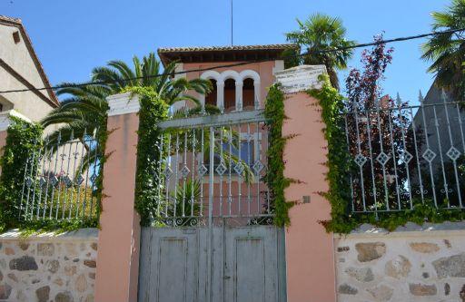 Casa Jardines