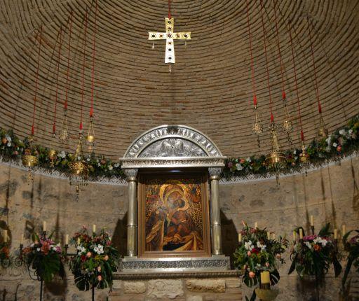 Virgen de la Natividad y reproducciones del tesoro de Guarrazar