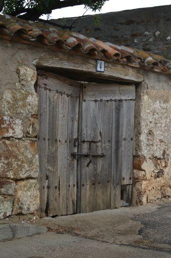 Casa típica, portón