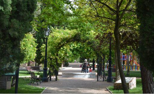 Parque Manuel de Vega, (b)