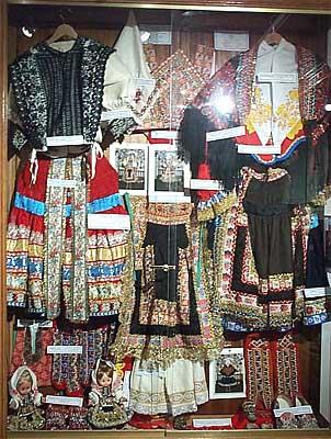 Artesanía, trajes típicos, exposición