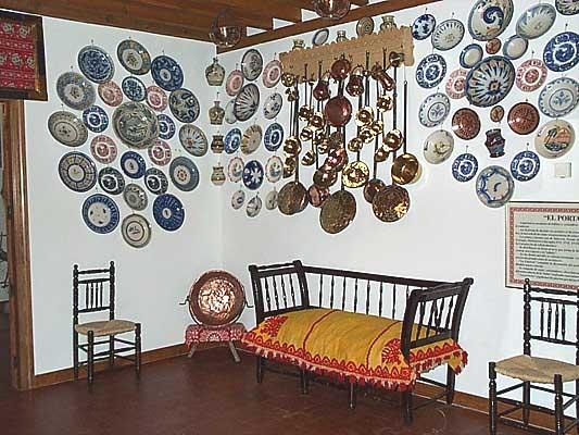 Casa típica, portal (a)