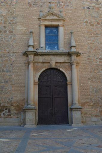 Iglesia parroquial de El Salvador, entrada