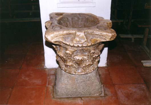 Iglesia parroquial, capitel arquitectura romana