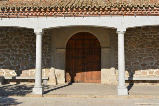 Iglesia parroquial de Nuestra Señora de la Asunción, acceso