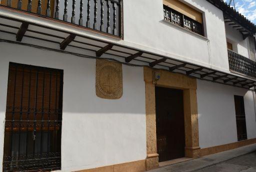 Casa con blasón de la orden de Santiago