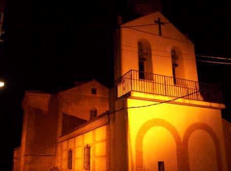 Parroquia de San Miguel Arcángel, iluminada