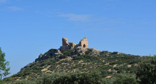 Castillo de Dos Hermanas, entorno