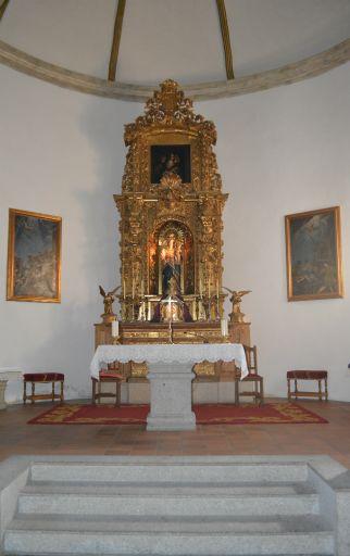 Iglesia parroquial de Nuestra Señora del Monte, altar