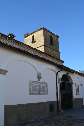 Iglesia parroquial de Nuestra Señora del Monte, entrada