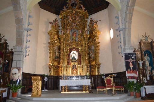 Iglesia parroquial de Nuestra Señora de la Antigua, altar