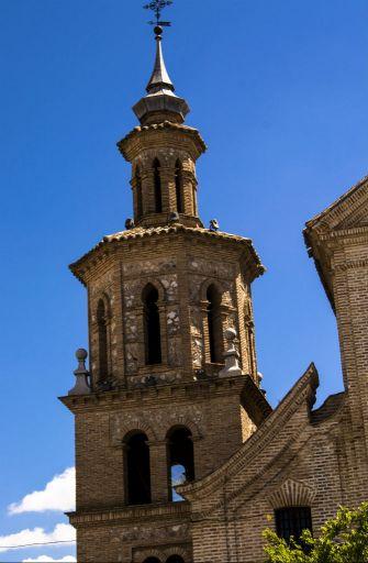 Iglesia parroquial San Pedro Apóstol, torre adyacente