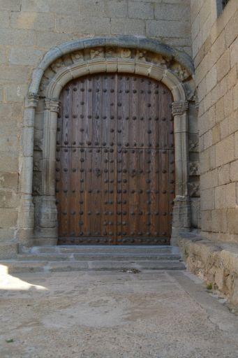Iglesia parroquial de San Andrés, puerta