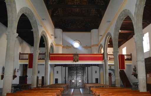 Iglesia parroquial de Nuestra Señora de la Paz, interior pies
