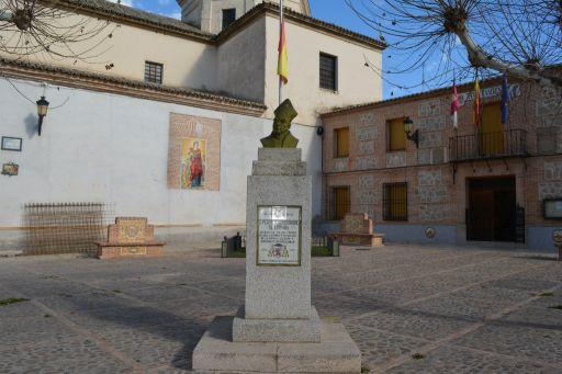 Escultura al arzobispo D. Pedro Tenorio