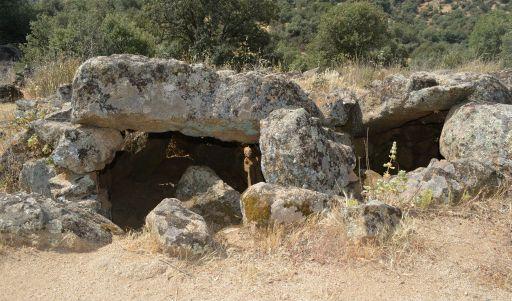 Monumento dolménico, entrada