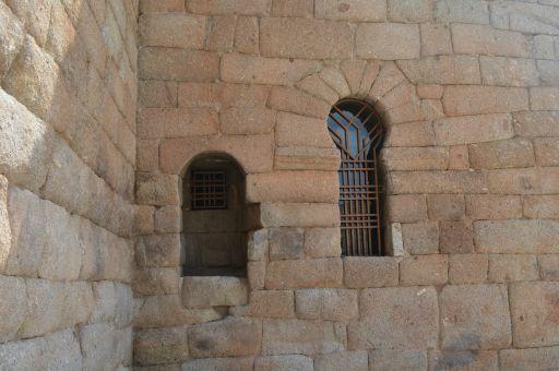 Ermita de Santa María de Melque, detalle ventana exterior