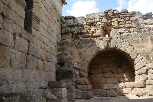 Ermita de Santa María de Melque, nichos funerarios (b)