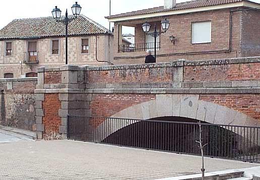 Puente sobre el río Pusa