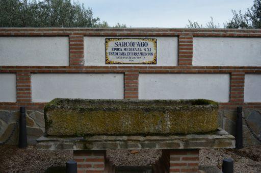 Iglesia parroquial de San Román Mártir, sarcófago medieval