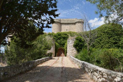 Castillo de Puñoenrostro, entrada