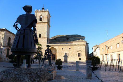 Esculturas y Plaza de Juan Carlos I