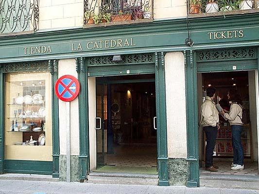 Taquilla de entradas a la Catedral, Calle Cisneros