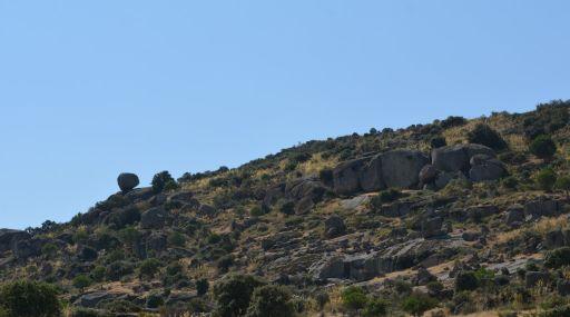 Piedra del Hilo y cuevas prehistóricas