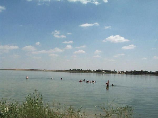 Laguna Grande, aguas salobres