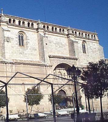 Iglesia parroquial de San Benito Abad, lateral