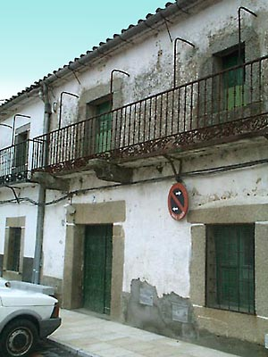 Casa antigua en Almendral de la Cañada