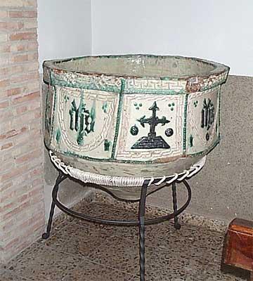 Pila baustimal del S. XV en la Iglesia de Nuestra Señora del Rosa