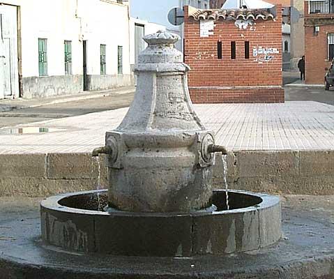 Fuente en la plaza de Cobeja