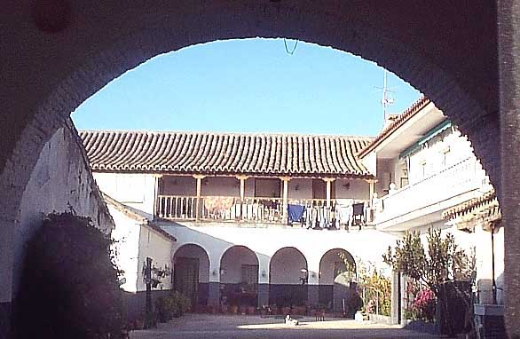 Patio típico de una casa antigua en Chueca