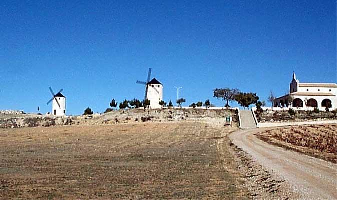 Molinos de viento y Ermita de San Isidro