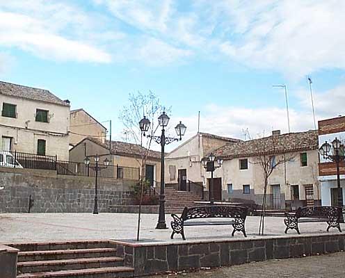 Plaza del pueblo de Montearagón