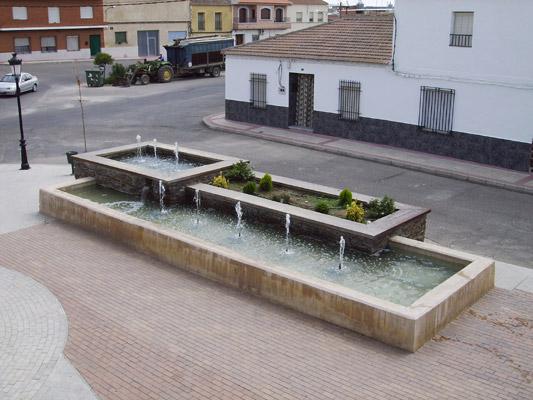 Fuente de la Plaza de Villaminaya
