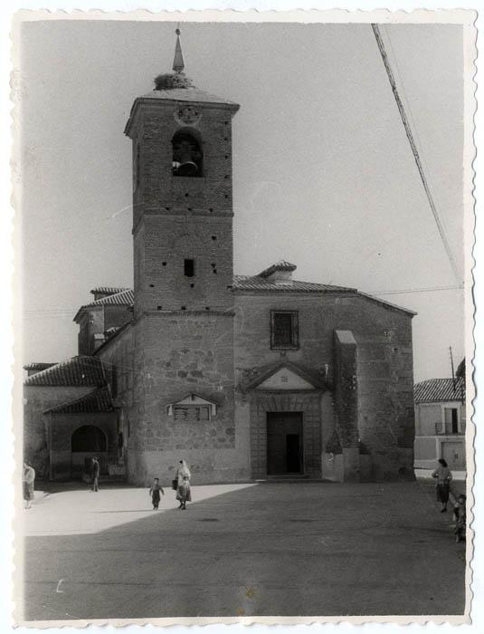 Calera y Chozas. Iglesia de San Pedro Apóstol. 1958 (P-60 )