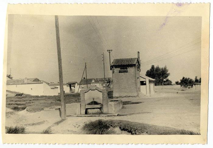 Carriches. Fuente pública. 1958 (P-97)