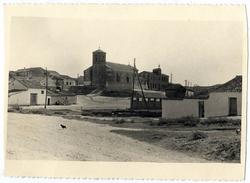 Carriches. Vista de la iglesia y el ayuntamiento.1958 (P-99)